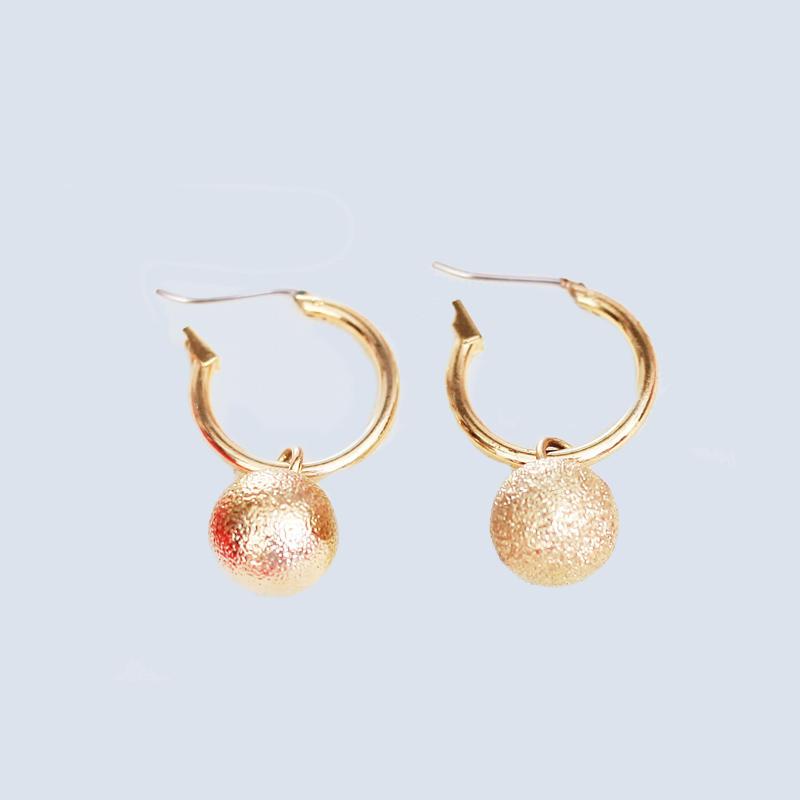 Custom shrimp-shaped mattebeads gold plated earring