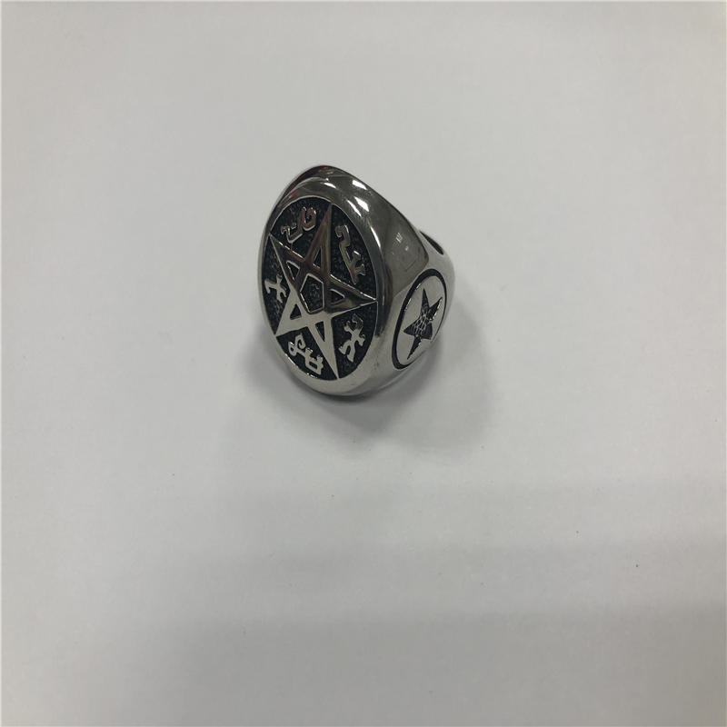 Five-pointed punk ring
