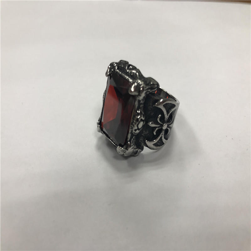 Big ruby parrot claw Skull punk ring