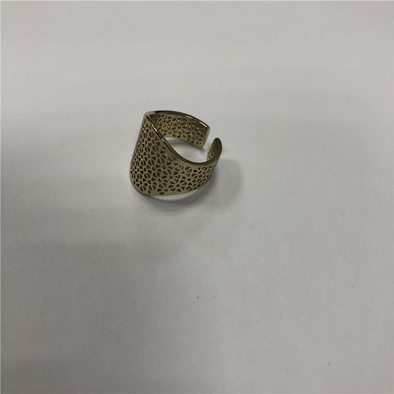 Hollowed-out vintage ring
