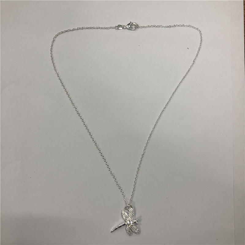Miniature butterfly clavicle chain