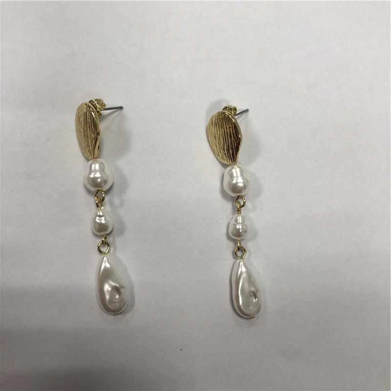 Occidental shell earring
