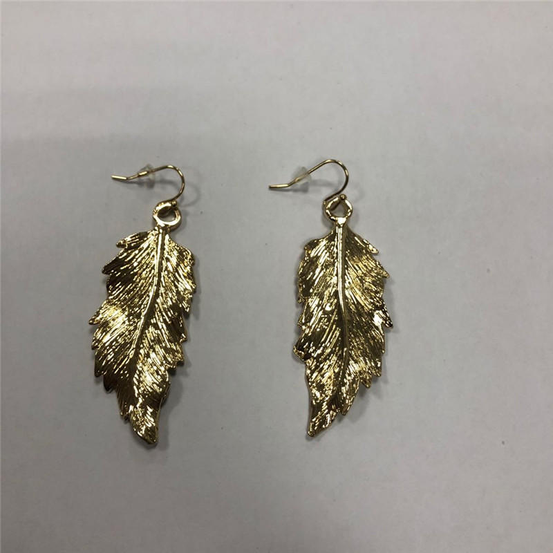 The leaves of earrings