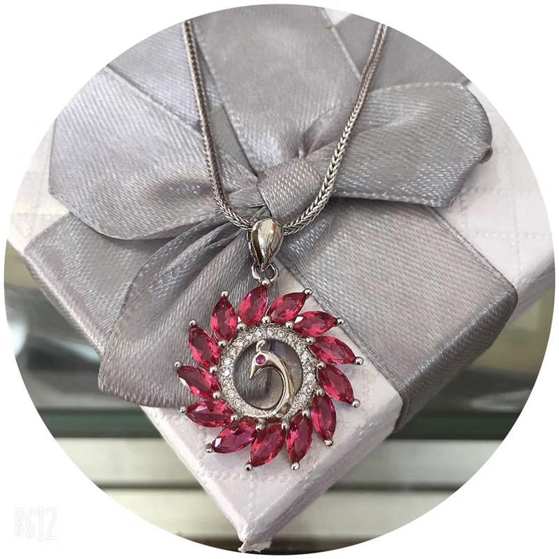 Peacock spread its tail big pendant, elegant fashion