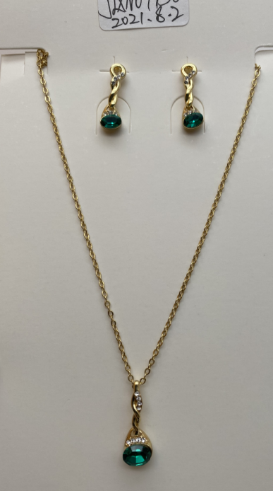 Green pendant necklace and earrings set