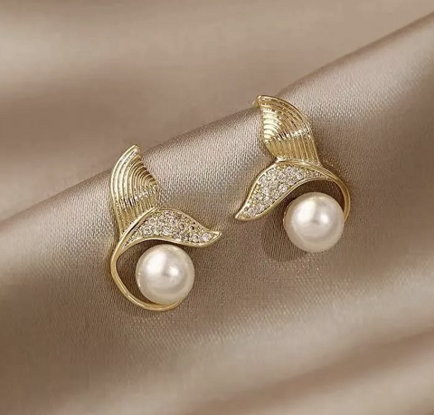 Fish tail beads earrings